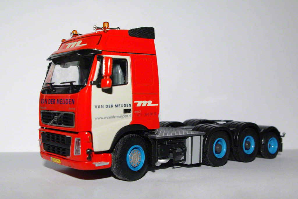Volvo FH16 with Scheuerle modular trailer
